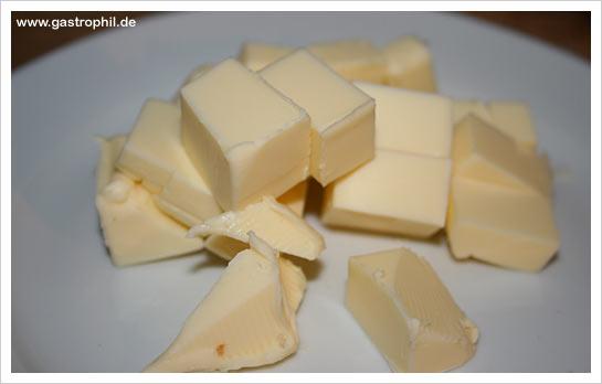 perlhuhn-08-sosse-montieren-butter