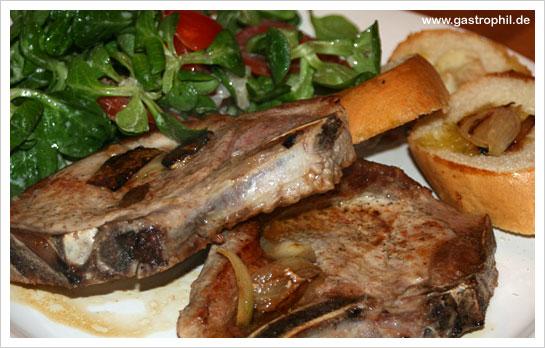 http://www.gastrophil.de/wp-content/uploads/2010/04/kotelett-salat-brot-01.jpg