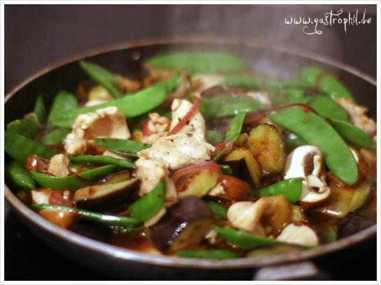 huhn-aubergine-zuckerschote-pfanne