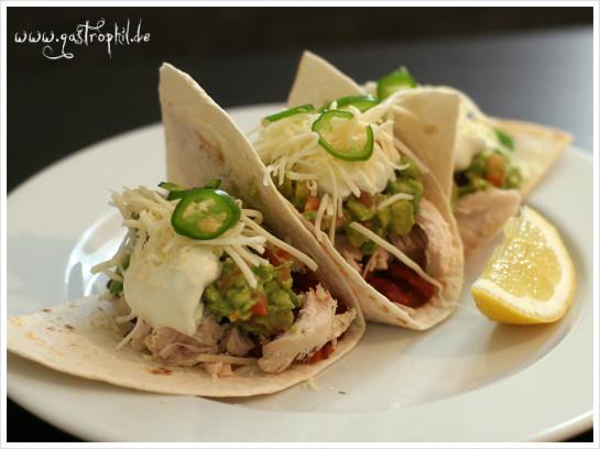 tacos-mit-huhn-kaese-guacamole-1