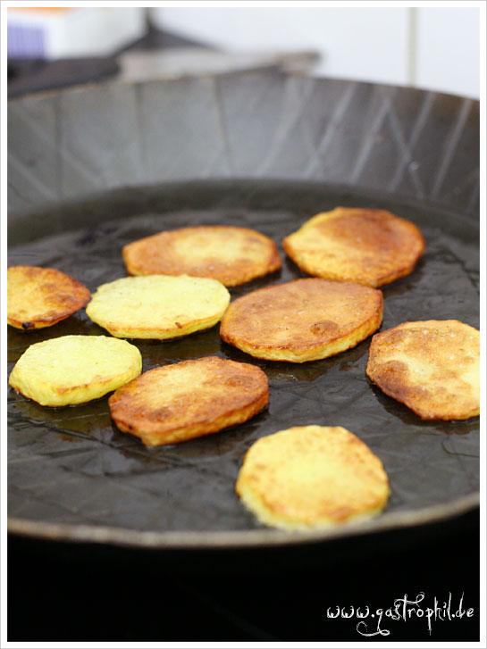 bratkartoffeln-gusseisern-pfanne