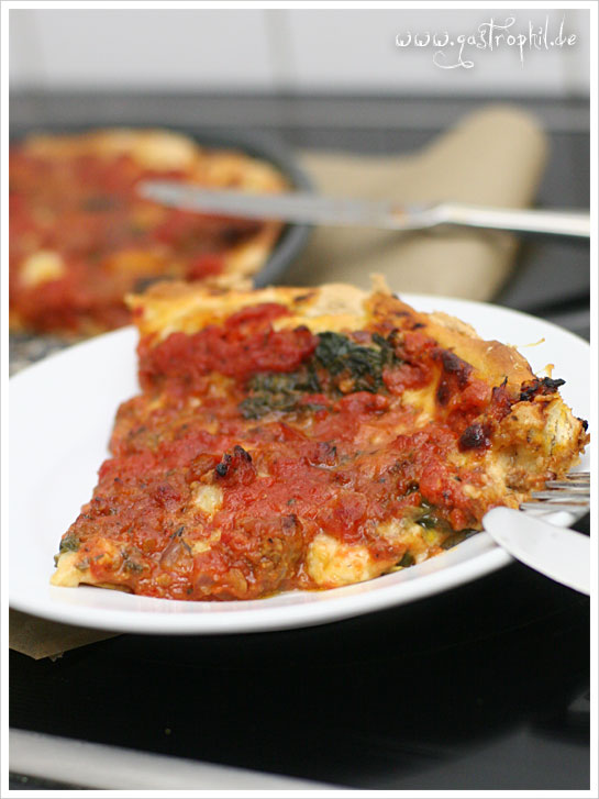 chicago-style-meatball-deep-dish-pizza-slice