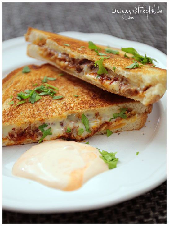 grilled-chili-cheese-sandwich