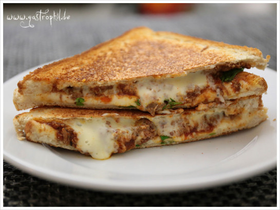 grilled-chili-cheese-sandwich_staple
